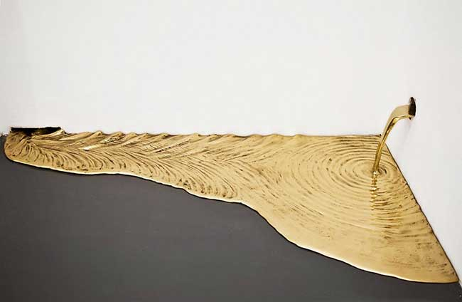 Vanderlei Lopes Sculpture Or Art, Quand l'Or Coule en Petits Ruisseaux dans une Galerie d'Art