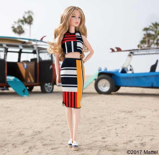gigi hadid tommy hilfiger barbie poupee mattel, La Top Gigi Hadid en Poupée Barbie pour Tommy Hilfiger
