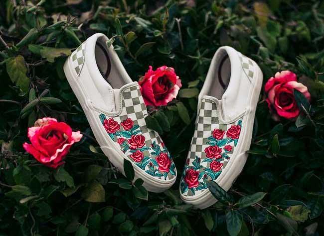 chaussures vans avec des fleurs