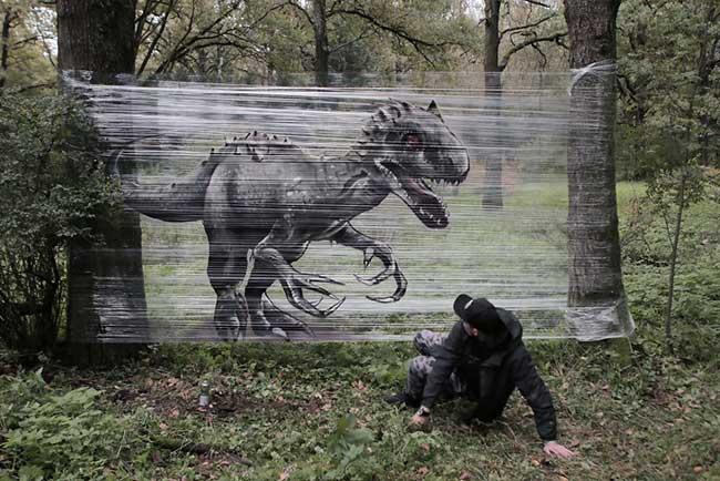 ches ches street art foret cellograffiti film transparent 1 - Sur du Film Cellophane il Peint des Animaux en Foret (video)