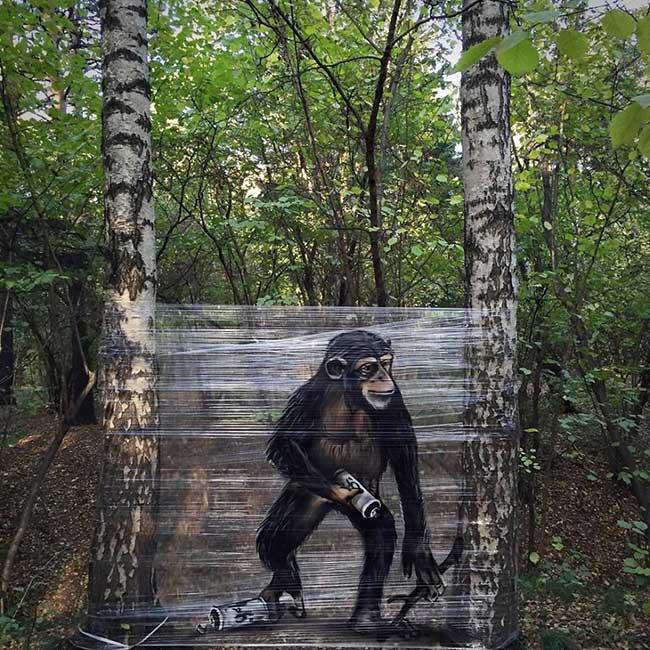 ches ches street art foret cellograffiti film transparent 7 - Sur du Film Cellophane il Peint des Animaux en Foret (video)
