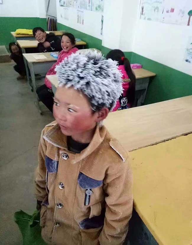 ice boy garcon gele ecole wang fuman chine 1 - A 8 ans il Marche 4,8 Km dans un Froid Glacial pour Arriver Gelé à l'Ecole (video)