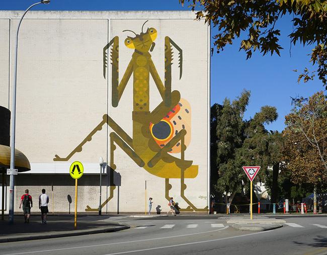 peintures murales amok island, Ce Street Artiste Invite la Faune et la Flore sur les Murs de la Ville