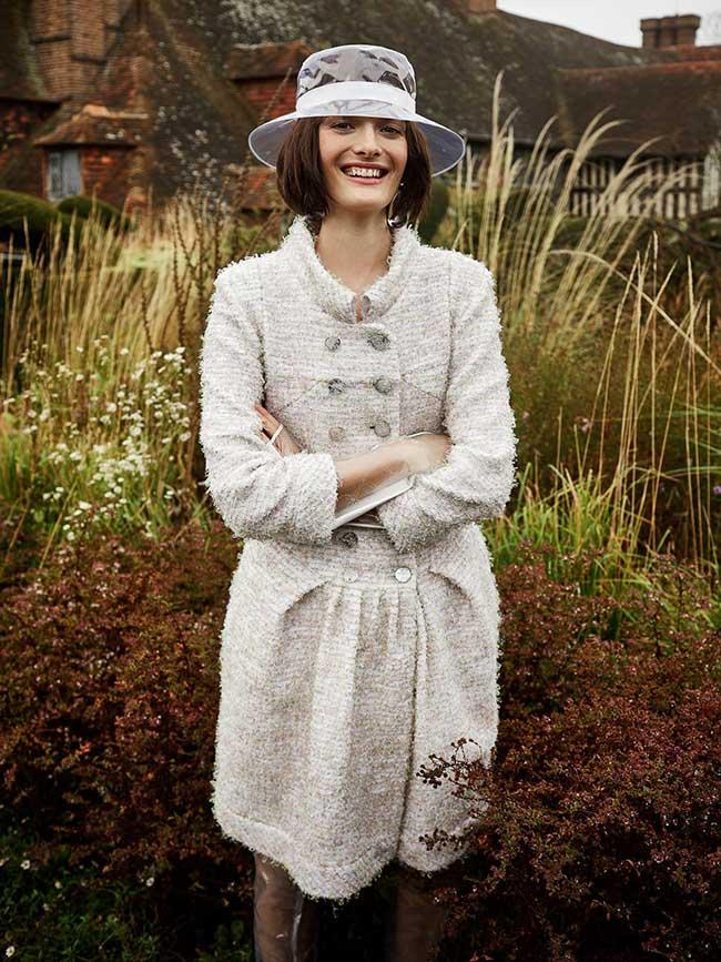 sam rollinson photo mode harpers bazaar uk, Promenade dans un Jardin Anglais pour la Top Sam Rollinson