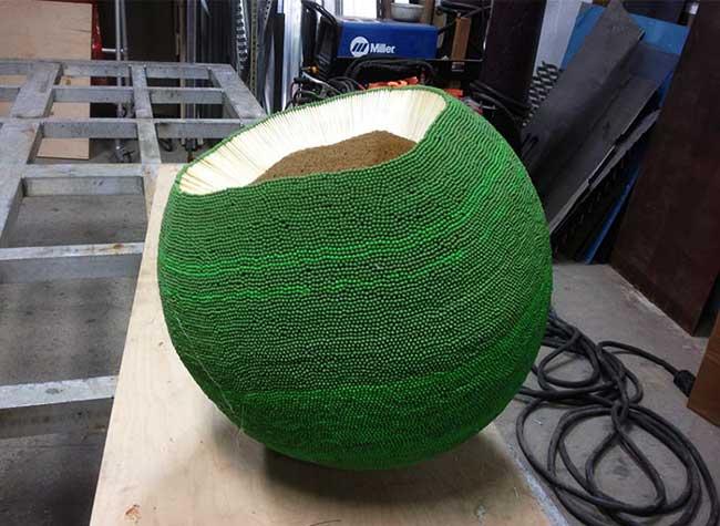 sculpture mathematique alumettes wallacemk feu, Cet Artiste Passe une Année à Sculpter une Boule pour la Bruler (video)
