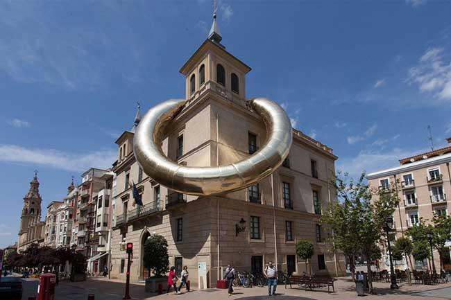 Installation Art Bague Geante Espagne Plastique Fantastique