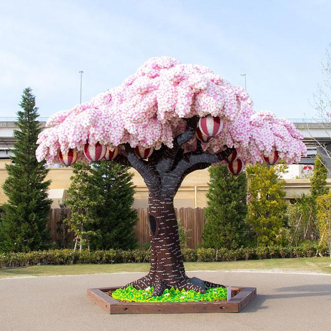 sculpture lego arbre cerisier fleurs legoland japon