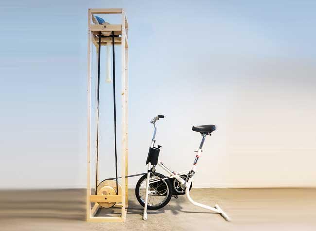 cyclo knitter velo tricoter echarpe 3 - Il Invente un Vélo qui Tricote une Echarpe en 5 Minutes (video)