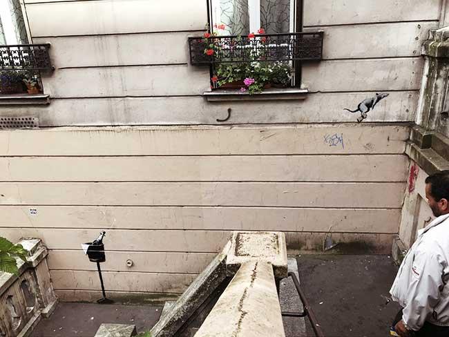 street art paris migrants banksy, A Paris Banksy Dénonce Encore la Politique Migratoire de la France