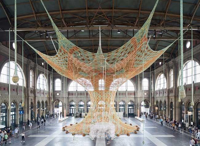 arbre crochet sculpture textile ernesto neto, A la Gare de Zurich cet Arbre Géant en Crochet vous Invite à la Méditation