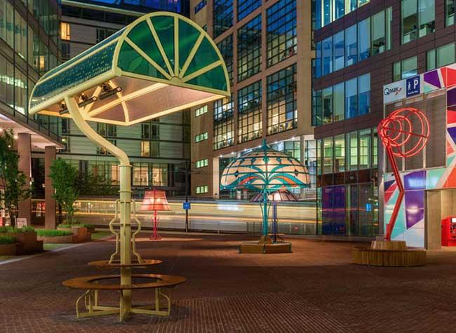 lampes geantes manchester arcylicize installation art 5 - Lampes de Bureau Géantes dans les Rues de Manchester