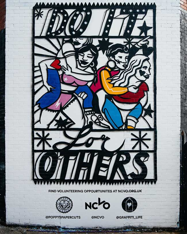 graffiti life poppys papercuts street art papier decoupe, Street Art et Paper Art pour une Fresque Urbaine Inspirante