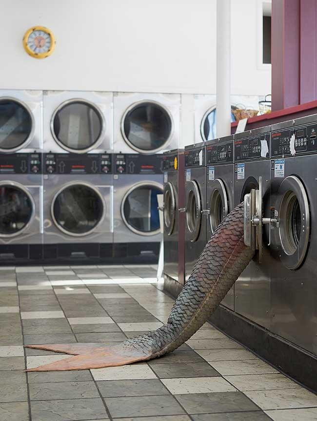 olivia erlanger queues sirenes installation art, Des Sirènes Echouées dans les Laveries de Los Angeles