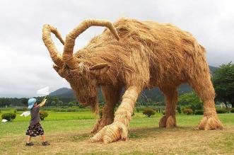 sculpture animaux geantes paille riz wara art japon