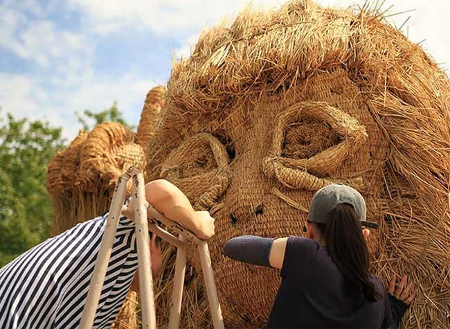 sculpture animaux geantes paille riz wara art japon, Animaux Geants en Paille de Riz dans la Campagne Japonaise
