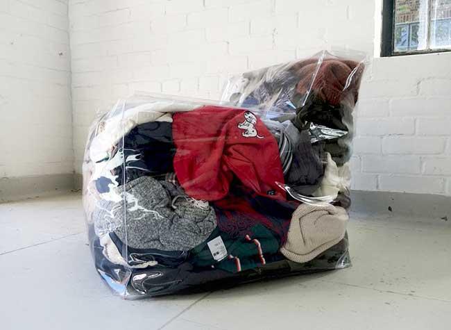 zhihao-guo-fauteuil-gonflable-rembourrage recyclable vetements, Rembourrez ce Fauteuil Gonflable avec vos Vieux Vêtements