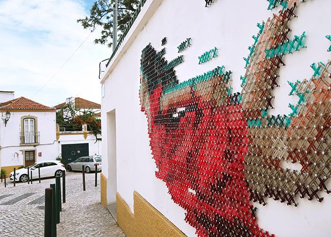 aheneah ana martins street art point croix fresque, Fresque Murale au Point de Croix par une Jeune Artiste