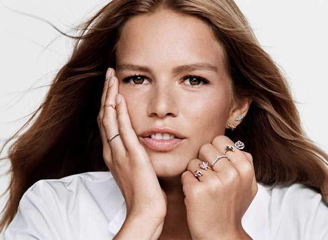 anna-ewers-campagne-dior-joaillerie-automne-hiver-2018, Pour Dior Joaillerie, la Top Anna Ewers est Scintillante