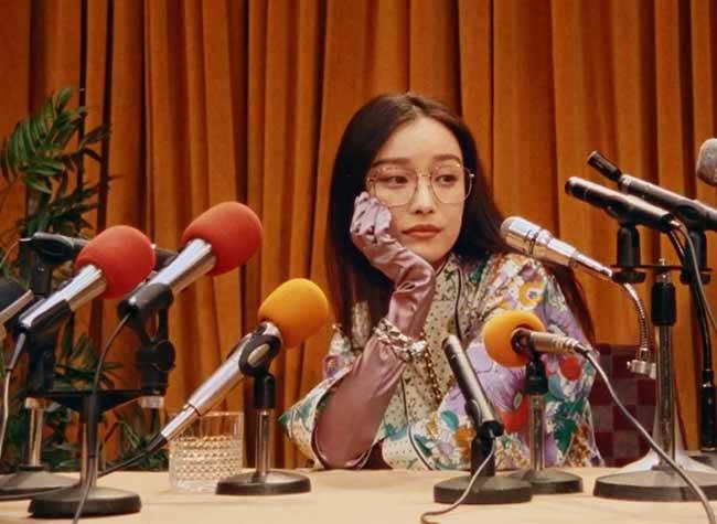 gucci lunettes soleil femme hiver 2018 2019, Lunettes de Soleil Gucci Retro Pour une Conférence de Presse 70s