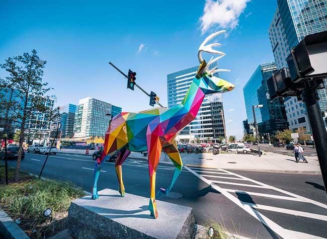 sculptures-street-art-boston-seaport-okuda
