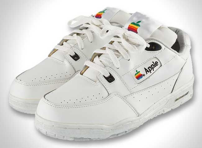 versace baskets contrefacon apple sneakers originale, Versace Revisite les Baskets Blanches Apple des Année 90