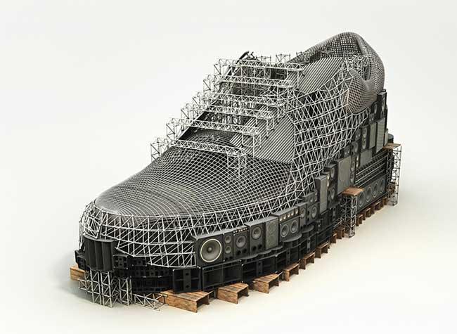 San Francisco bea4d 11542 Cette Artiste Transforme les Baskets Nike en Monuments ...