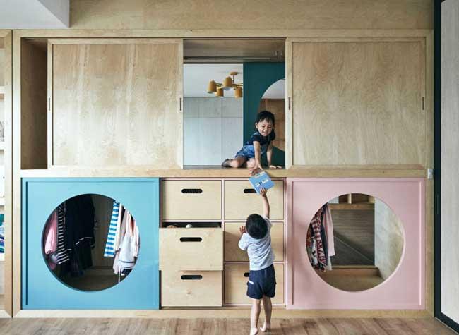 design-penderie-tunnels-jeu-enfants, Ce Tunnel Penderie Relie la Salle de Jeux à la Chambre d'Enfants