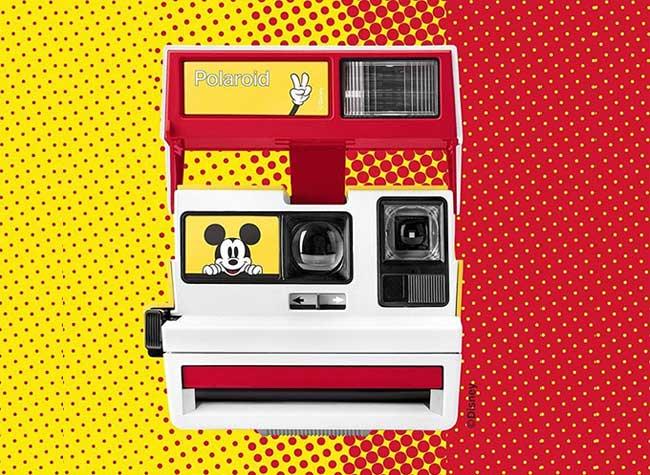 , Mickey Mouse s'Affiche sur l'Appareil Photo Polaroid