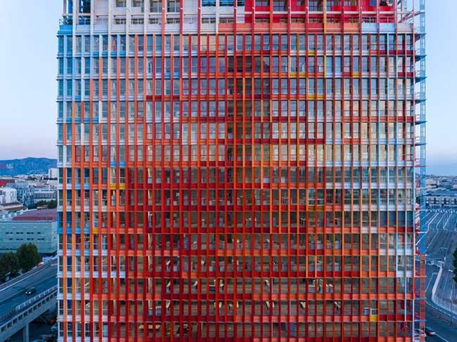 tour architecture-marseillaise-marseille france-jean-nouvel, La Tour Jean Nouvel à Marseille, ce sont 135 Mètres de Bleu, Blanc et Rouge