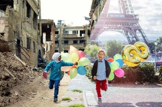 ugur gallen mashup photo guerre paix orient occident 1 331x219 - Déchirants Photomontages d'un Monde Divisé en Deux