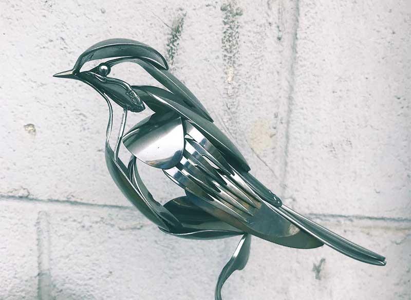 sculpture oiseaux matt wilson fourchettes couteaux cuillere 2 - Il Sculpte des Oiseaux avec des Fourchettes et des Cuillères