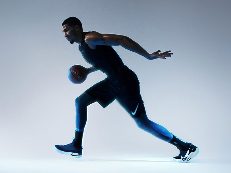 Nike Adapt BB, Nike Adapt BB, les Baskets Connectées à Auto Laçage (video)