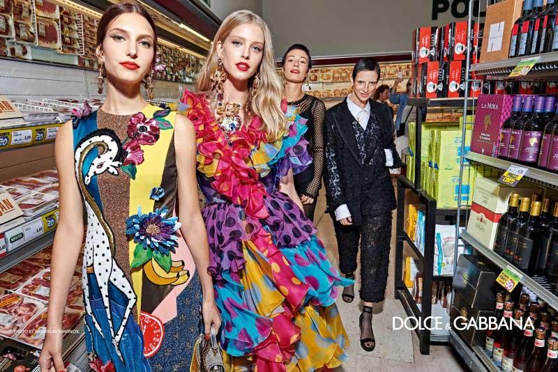 Dolce Gabbana femme été 2019, Pour Dolce Gabbana Ete 2019 les Tops et Célébrités Descendent dans la Rue en Italie