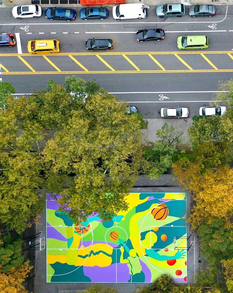 Sol Terrain De Basket il transforme un terrain de basket en fresque artistique