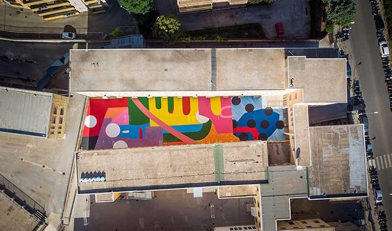 sicile italie street art peinture hense 1 - Il Transforme la Cour d'un Lycée Sicilien en Oeuvre d'Art Abstraite