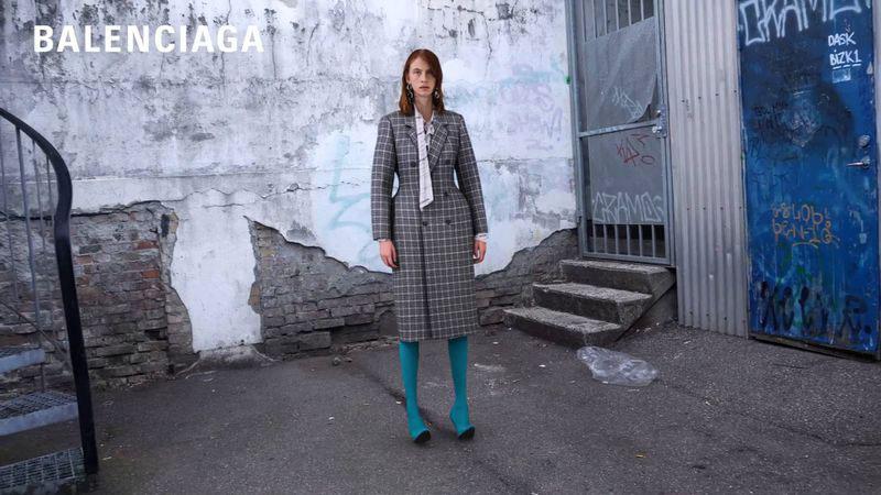 Balenciaga Matrix, La Femme Balenciaga Revisite Matrix l'Ete Prochain