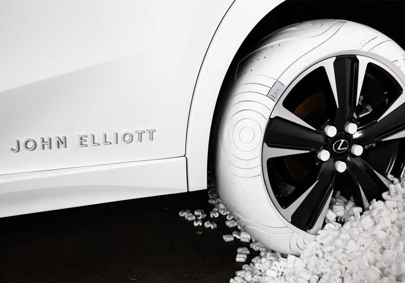 John Elliott Lexus, John Elliott Habille les Pneus du Lexus UX en Blanc