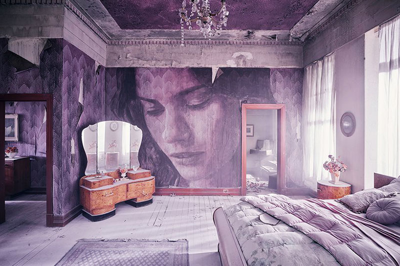 Manoir Abandonné Art, Mélancolique Installation d'Art dans un Manoir Abandonné