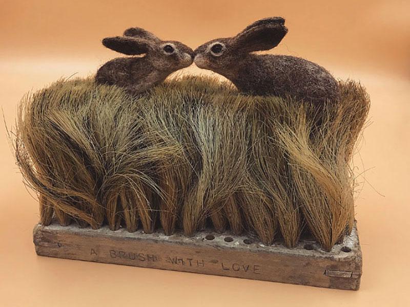 art feutre brosses simon brown 8 - Il Sculpte de Petits Animaux sur de Vieilles Brosses