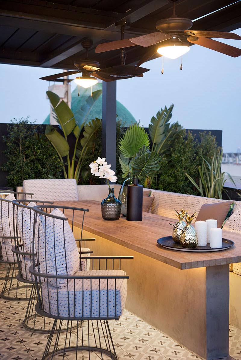 appartement terrasse toit barcelone 1 - Terrasse avec Jacuzzi sur les Toits d'un Appartement à Barcelone