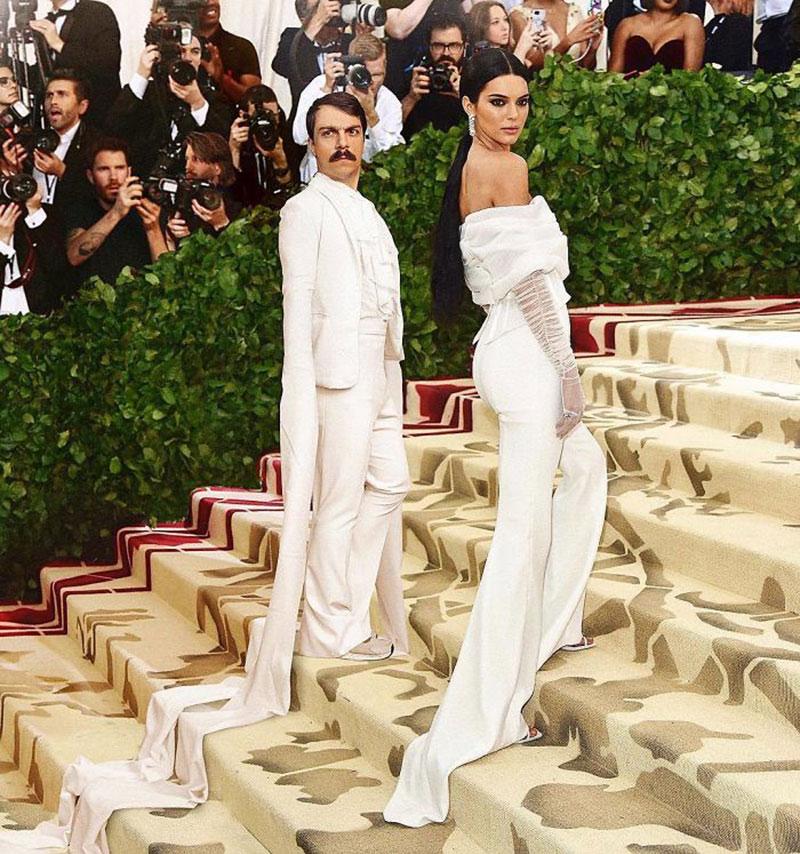 kirby kendall jenner, Fan de Kendall Jenner, il Continue a se Photoshopper avec Elle