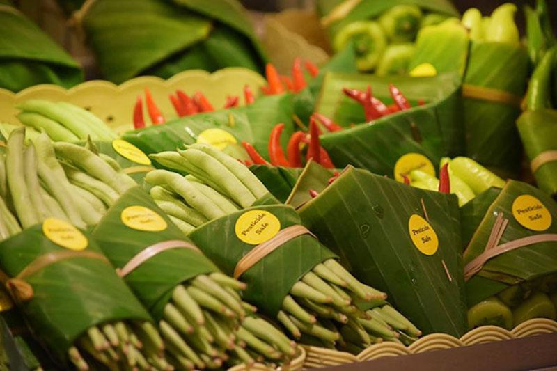 Feuilles bananier emballages, Feuilles de Bananier Comme Emballages dans un Supermarché en Asie