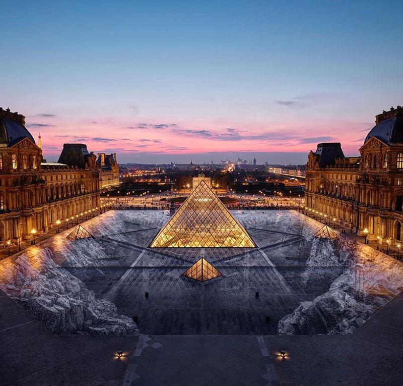 JR trompe l'oeil pyramide Louvre, L'Abyssal Trompe-L'Oeil de JR Sur la Pyramide du Louvre