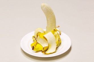 koji kasatani sculpture ceramique art banane 4 331x219 - Hyper Réalistes Sculptures de Bananes en Céramique