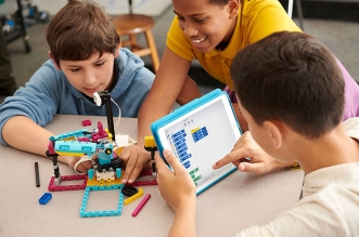 lego education spike prime kit robot 3 331x219 - LEGO SPIKE va Apprendre aux Enfants à Fabriquer des Robots
