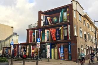 street art bibliotheque trompe oeil facade immeuble 1 331x219 - Bibliothèque en Trompe-l'Oeil sur une Façade d'Immeuble