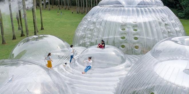 air mountain pavillon gonflable 1 660x330 - Air Mountain le Pavillon Gonflable Translucide et Ludique