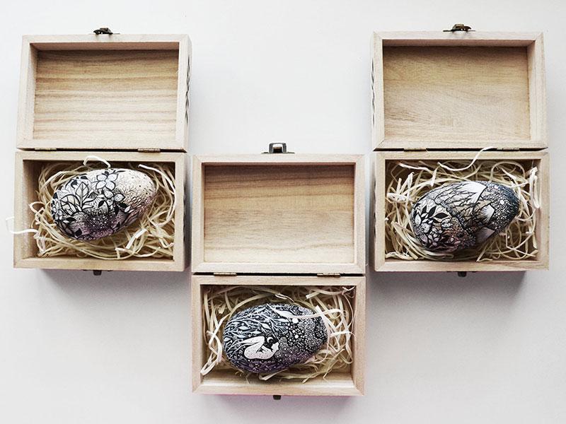 oeufs bois dessins encre, Enchanteurs Dessins à l'Encre sur des Oeufs en Bois