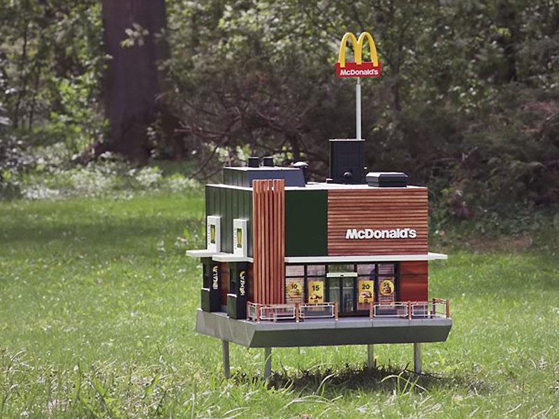 plus petit mcdonalds au monde mchive abeilles 1 - McDonald's Ouvre pour les Abeilles des Ruches McHive