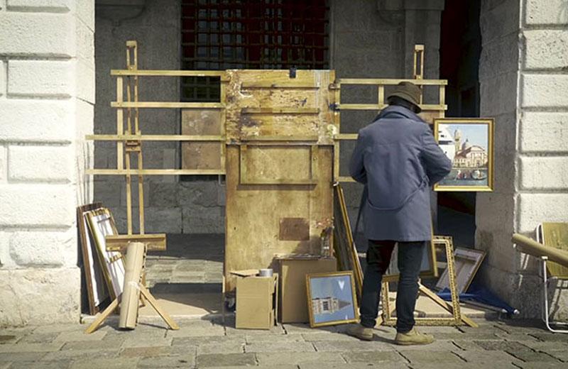 Banksy Biennale Venise, Banksy s'Invite à la Biennale de Venise et se fait Virer
